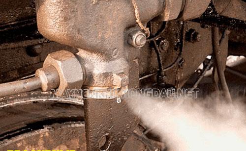 Máy nén khí bị xì hơi do hở mối nối