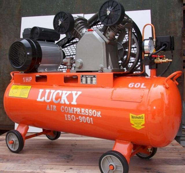 Dây đai của máy bơm hơi Lucky 60l được bao kín nhờ mắt lưới, loại bỏ rủi ro khi sử dụng