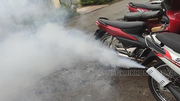 Xe máy ra khói trắng