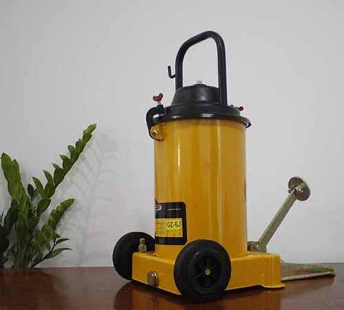 máy bơm mỡ bằng chân thật sự rất tiện lợi và dễ sử dụng