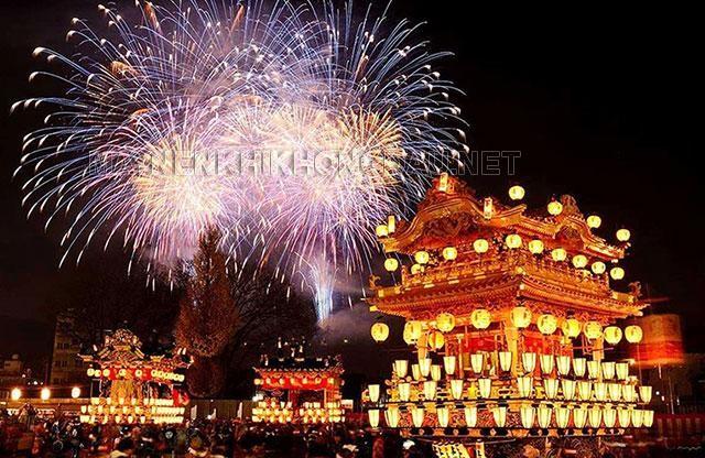 Màn bắn pháo hoa rực rỡ trong đêm lễ hội Chichibu